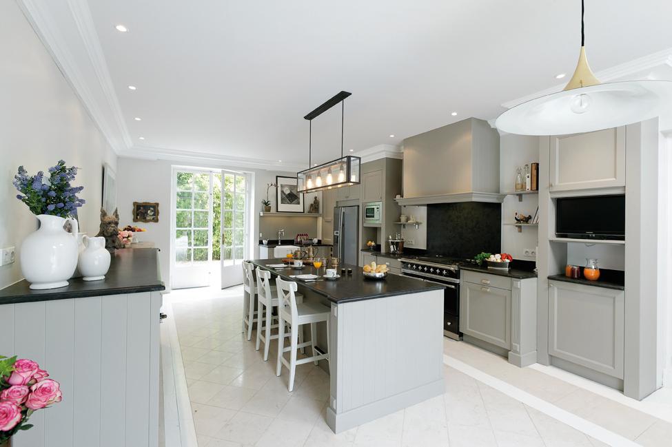 so british cuisines et bains. Black Bedroom Furniture Sets. Home Design Ideas