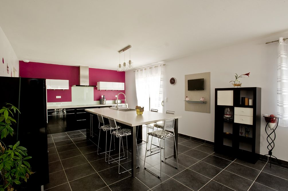 une cuisine facile vivre. Black Bedroom Furniture Sets. Home Design Ideas