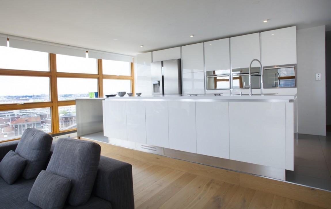 la cuisine prend de la hauteur. Black Bedroom Furniture Sets. Home Design Ideas