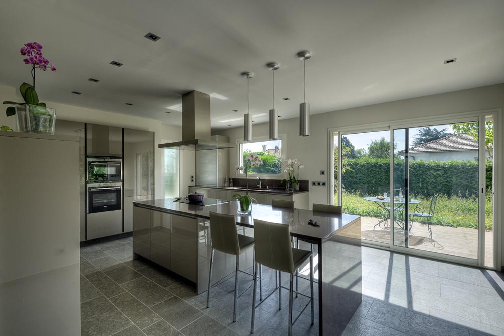 la cuisine met les mat riaux en valeur. Black Bedroom Furniture Sets. Home Design Ideas