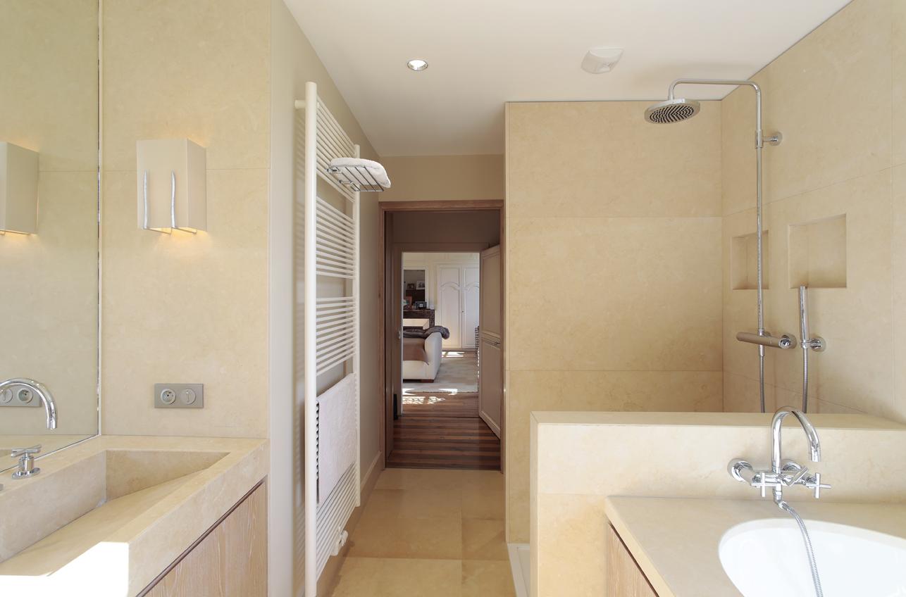 concours bains cuisines et bains. Black Bedroom Furniture Sets. Home Design Ideas