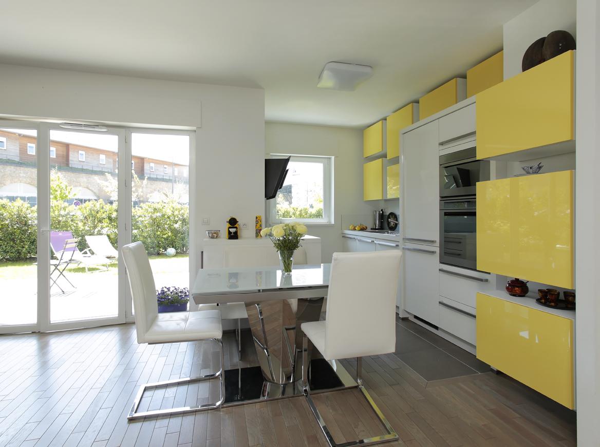petite cuisine grande s ductrice cuisines et bains. Black Bedroom Furniture Sets. Home Design Ideas