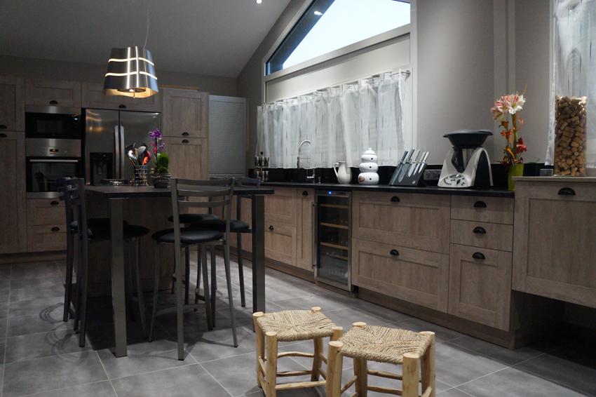 Le charme du bois cuisines et bains - Cuisine de charme ...