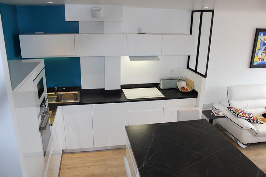 ob cocinas une cuisine white black and blue cuisines et bains. Black Bedroom Furniture Sets. Home Design Ideas
