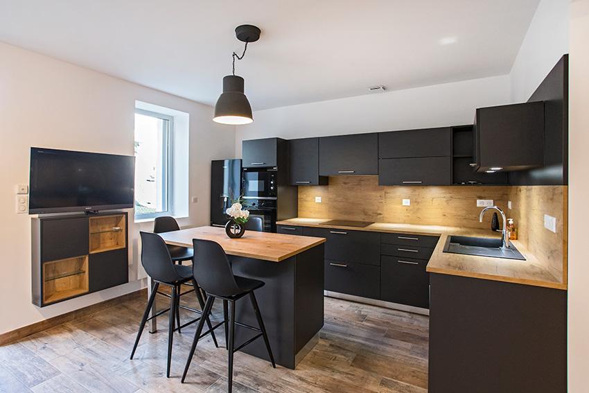 pyram bm cuisines un tableau plein de tonus cuisines et bains. Black Bedroom Furniture Sets. Home Design Ideas
